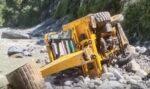 दुखद खबर,चमोली में  खाई में गिरी जेसीबी मशीन, तीन की मौत